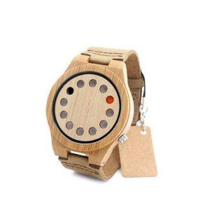 Reloj de madera de hombre japonés